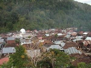 kampung sawai dilihat dari atas tebing